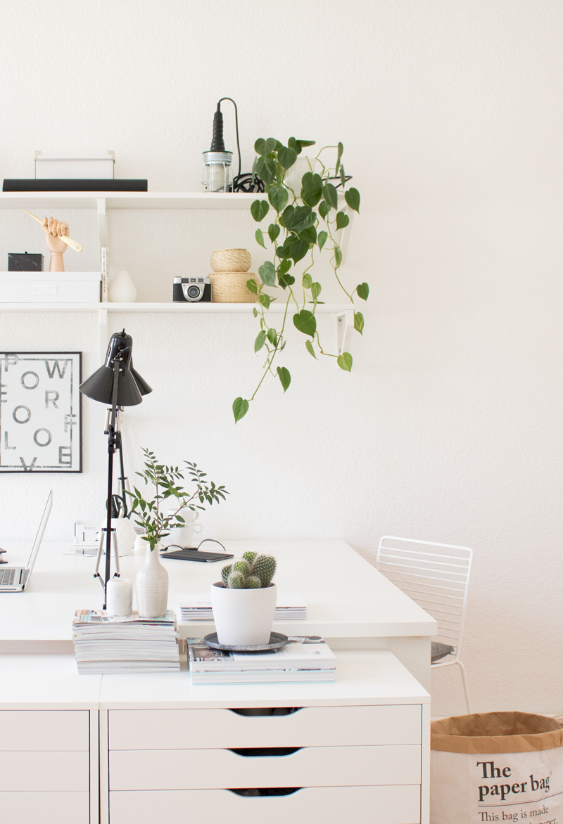 let 39 s get to work green home office pretty nice. Black Bedroom Furniture Sets. Home Design Ideas