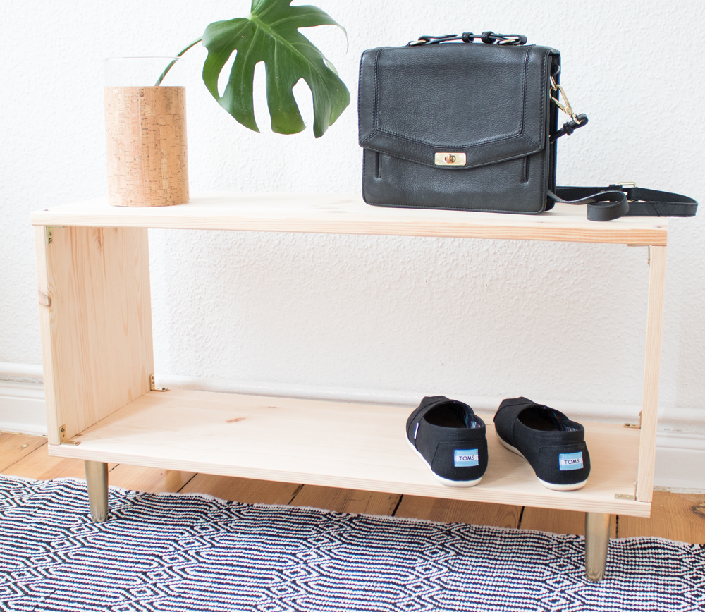 diy schuhregal aus unbehandeltem holz pretty nice. Black Bedroom Furniture Sets. Home Design Ideas