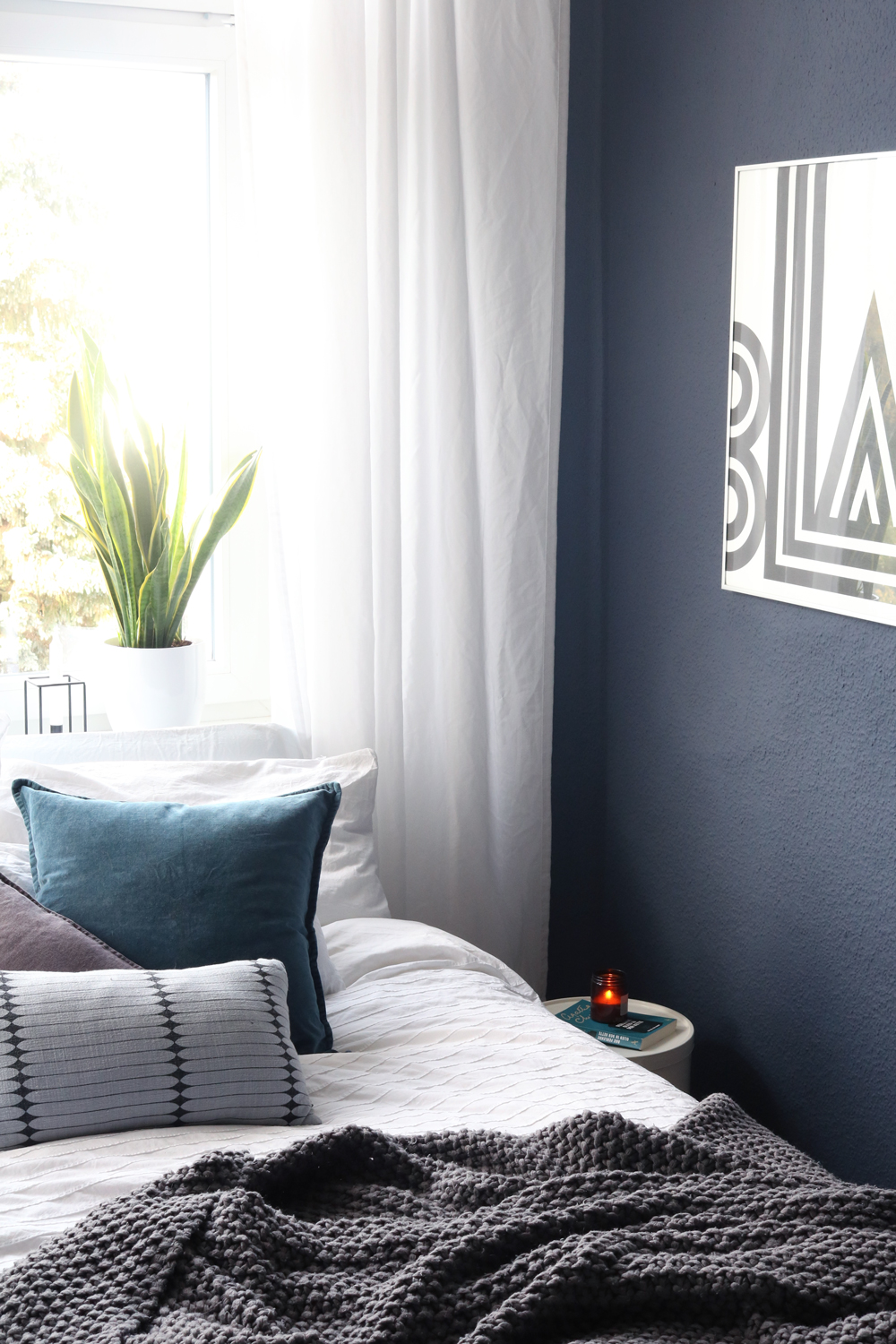 blue bedroom zeit f r ein umstyling pretty nice. Black Bedroom Furniture Sets. Home Design Ideas